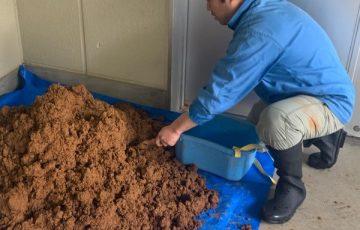 陶芸部門での粘土精製