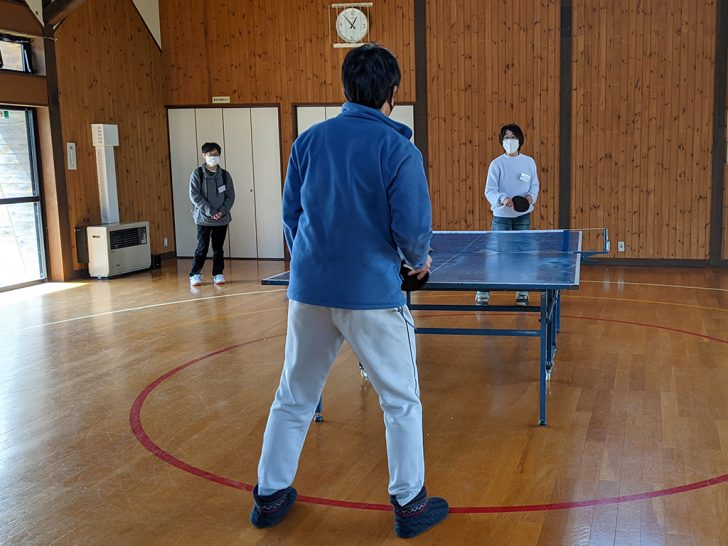 JOYWORKZの体育館で卓球。